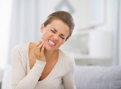 Làm răng sứ sau bao lâu thì hết ê buốt? Có tùy thuộc cơ địa không 1